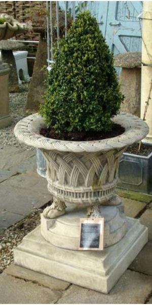 Harewood jardiniere stone garden ornaments for Harewood house garden design